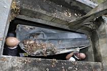 Vyzvednutí ostatků Thůnů z hrobky