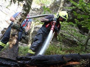 Požár lesa v Hřensku u Stříbrných stěn