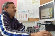 Milan Hortváth je jedním z děčínských romských mentorů. Patří mezi osvědčené pracovníky, začínal jako dobrovolník, poté se stal šéfem skupiny Prevence kriminality a nyní se bude starat o lidi, kterým soud uložil alternativní trest.