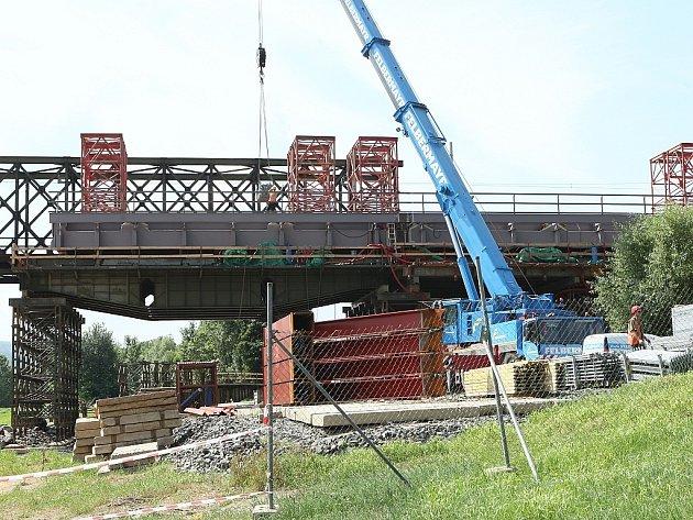 Stavba železničního mostu v Děčíně, červenec 2013