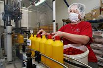 Firma Chemotex, která vyrábí chemii pro průmysl, domácnosti a kosmetiku, začala s výrobou dezinfekce.
