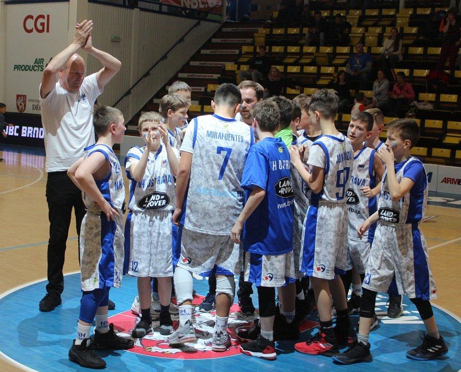 VÍTĚZ. Národní finále U 12 vyhrál tým NH Ostrava (v bílém), který porazil Snakes Ostrava.