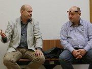 Bývalý starosta Rumburku Jaroslav Trégr (vlevo) si může oddechnout. Soudní řízení proti němu bylo kvůli promlčení zastaveno.