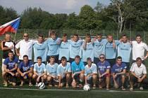 STŘÍBRNÉ MEDAILE vybojovali dorostenci FK Junior Děčín na mezinárodním turnaji v Dánsku. Ve finále Děčín nestačil na celek IS Halmia.