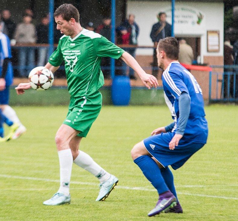 PŘEKVAPENÍ! Fotbalisté Vilémova (zelené dresy) doma porazili první Lovosice.