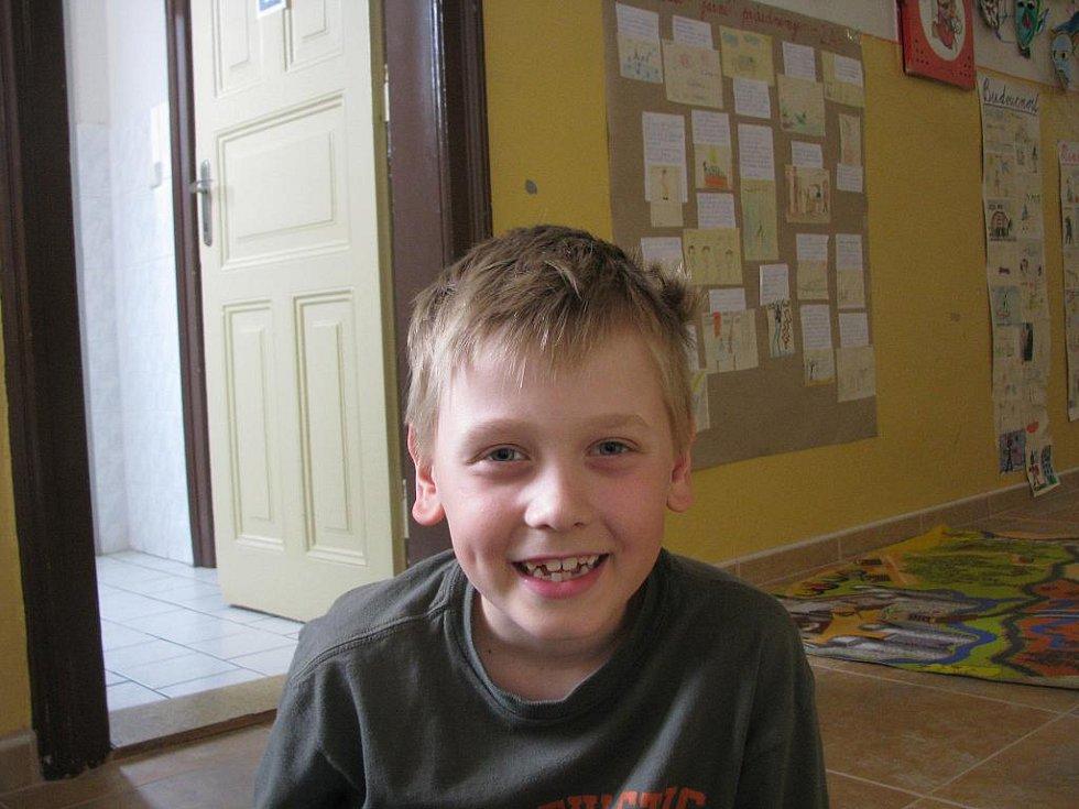 Jonáš Česnek, 8 let: Já si o tom četl v encyklopedii a v televizi to říkali. Je to konec  války.