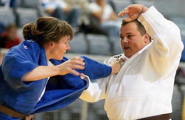 Lenka Konigová v modrém.