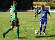 REMÍZA. Varnsdorf (v modrém) doma proti Sokolovu uhrál bezbrankovou plichtu.