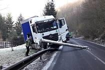 Dopravní nehoda kamionu ve Františkově nad Ploučnicí.