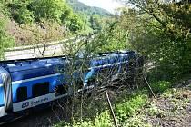 V Březinách se srazil vlak s osobním autem.