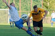 PENALTY musely rozhodovat v zápase Jiřetín p. J. (žluté dresy) a Krásné Lípy.