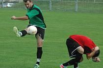 SEDM BRANEK padlo v utkání Unionu Děčín (v zeleném) a Dobkovic. Dobkovice nakonec vyhrály 4:3.