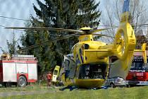 Pro zraněného muže přiletěl vrtulník