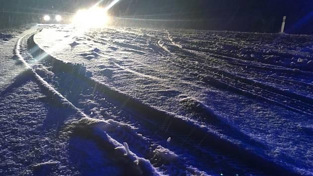 Sníh zastavil dopravu na Šébru.