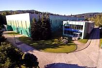 Úpravna vody Březová, vybavená moderní technologií ultrafiltrace,  zásobuje pitnou vodou 40 % obyvatel Karlovarského kraje