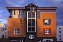 Okna a dveře jsou vizitkou každého domu, jejich výběr ale nebývá vždy snadný.