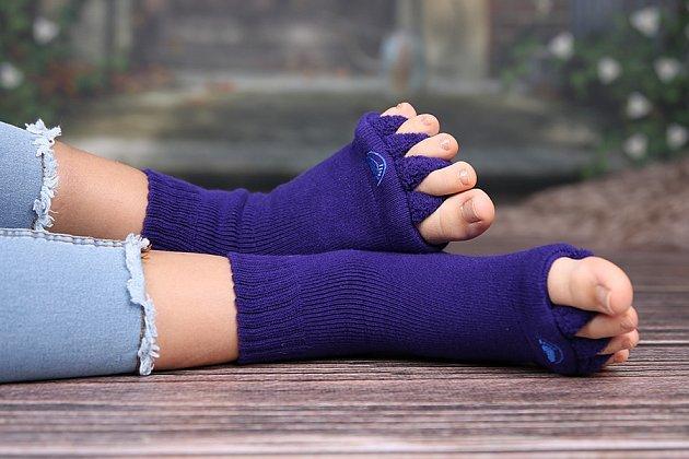 Adjustační ponožky fungující jako pomůcka při léčbě vbočeného palce