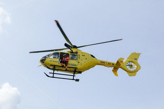 POMOC ZE VZDUCHU. Vrtulník EC 135 T2+ v akci.