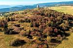 Po staletí utvářená hornická krajina na vrchu Mědník