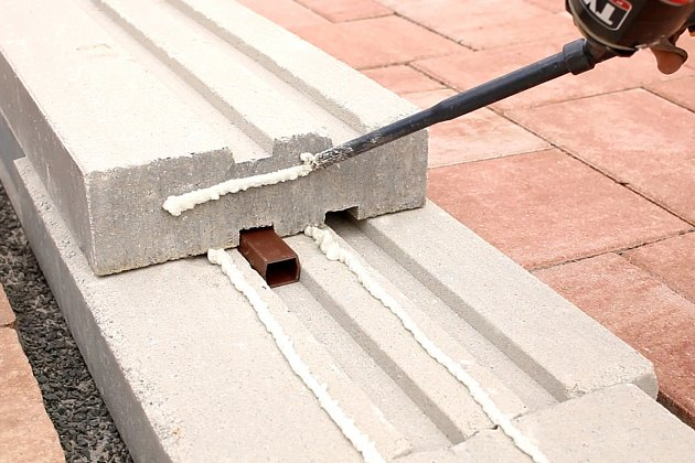 Lepení kontaktních ploch a vyrovnání pomocí plastových, betonový systém CSB – FRAGMENTc