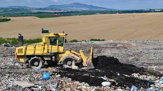 Rok 2030 a zákaz skládkování se blíží. Spalovna na Vysočině do té doby nevznikne, odpadky se budou muset vozit za hranici kraje. Ilustrační foto.