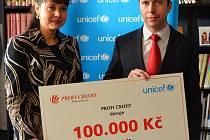 Ředitelka UNICEF ČR Pavla Gomba a marketingový ředitel PROFI CREDIT Ondřej Lokvenc.