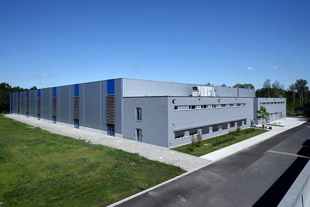 Hala a administrativní budova Docter Optics, Česká Lípa.