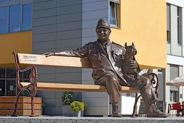 Socha Josefa Švejka na Palackého náměstí.