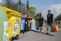 Každý znás vytřídil loni vprůměru 49 kilogramů odpadu, skovy to bylo bezmála 63 kilo.