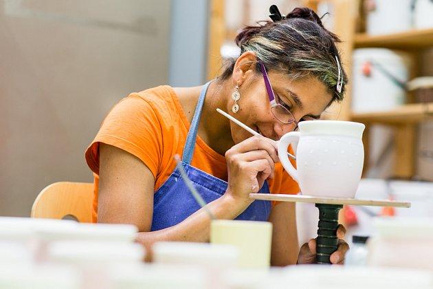 Sdružení Neratov poskytuje v chráněných dílnách práci desítkám lidí s postižením.