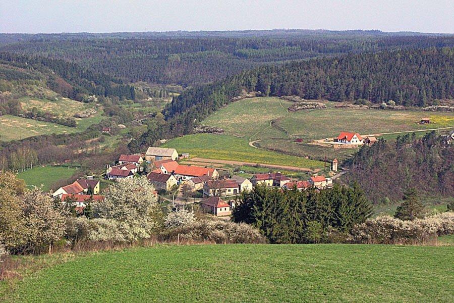 Obec Pustověty.
