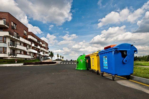 V ČR máme k dispozici již bezmála 354 tisíc barevných kontejnerů a menších nádob na tříděný odpad.