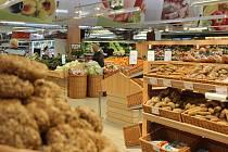 Nakupte v supermarketu TERNO v hodnotě alespoň 1000 Kč a hrajte o zahradní traktor Mountfield.