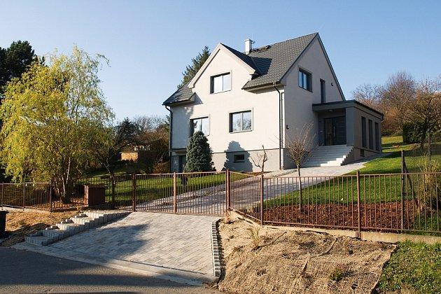 Ukázky povedených rekonstrukcí: Kompletní rekonstrukce domu z 50. let na Moravě, která plně respektuje původní vzhled budovy a zároveň splňuje všechny standardy moderního bydlení. Vítěz poroty Zelená rekonstrukce soutěže Pasivní dům 2018
