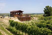 Ochutnávkový stánek na vinici Peklo