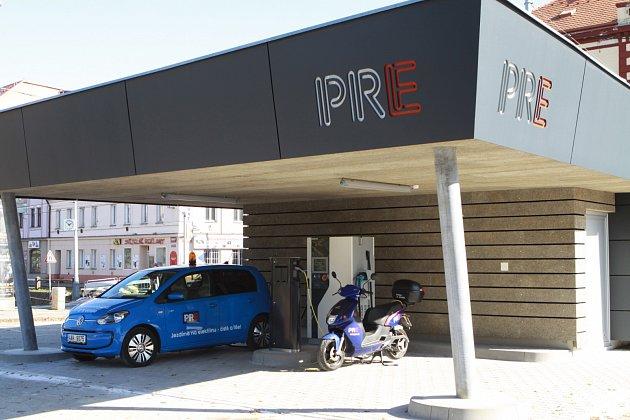 Rychlonabíjecí stanice, jako ta nejmodernější v pražských Holešovicích umožní rychlejší nástup elektroaut