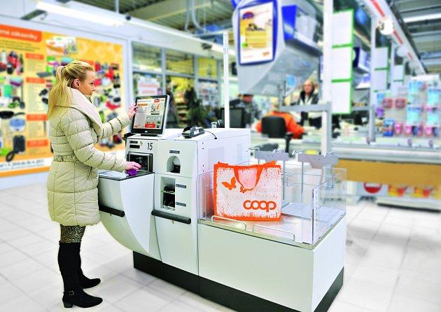 Pokladna umožňuje platbu v hotovosti i platební kartou