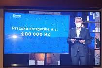 Předání finančního daru pro nadaci Kapka naděje využila i TV prima ve svém charitativním přímém přenosu 11. dubna s moderátorem L. Boučkem.