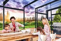 Se zastřešením terasy CORSO můžete na terase obědvat po celý rok