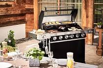 Gril RÖSLE vám z terasy vytvoří venkovní kuchyni.