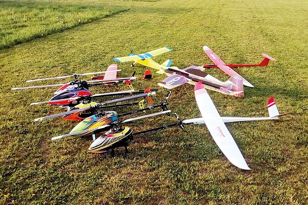 Modely letadel a vrtulníků.