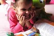 Nejen poučení, ale i zábava s plyšovým žabákem Ferdou a jeho mouchami.
