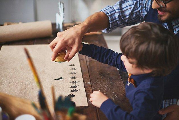 Rukodělné workshopy zabaví děti ijejich rodiče.©Shutterstock