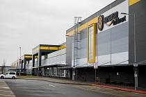 Distribuční centrum Amazonu v Dobrovízi patří mezi nejekologičtější průmyslové stavby na světě.