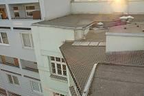 Ochrana celého dvora síťovým systémem v centru Ostravy, dříve silně osídleného holuby
