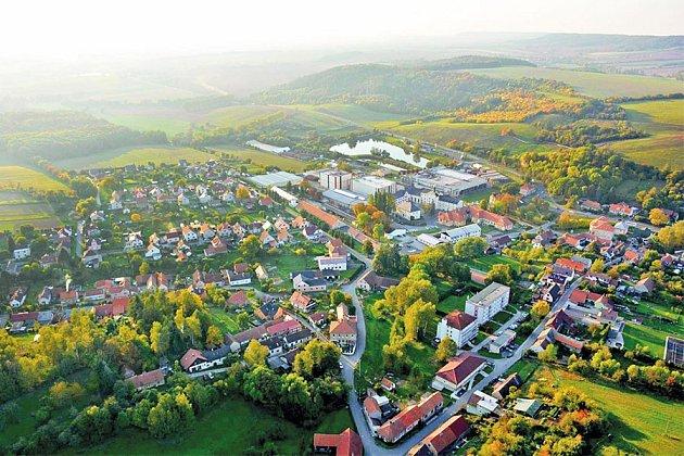 Obec Krušovice.