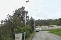 V minulém ročníku byly jedním z vítězných projektů instalace osvětlení komunikace ke garážím na sídlišti Plešivec a na chodníku u ZŠ Plešivec. Letos proběhlo osazení lamp.