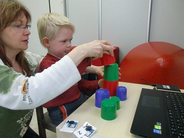 Centrum Lira zakoupilo techniku, kterou využije pro specifické ambulantní programy pro děti sporuchou autistického spektra a jejich rodiče