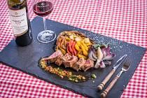 Vepřová panenka ve vinagretě s grilovanou zeleninou, Rulandské modré Selection barrique 2016, Víno Mikulov Sommelier Club