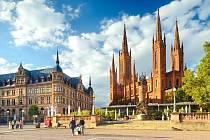 Wiesbaden, kostel Marktkirche s radnicí.